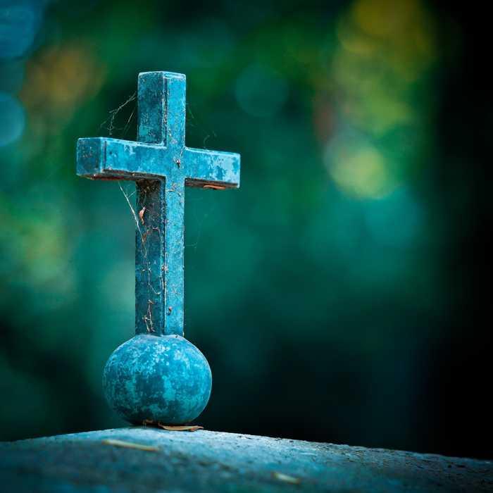 Symbolbild, Grab, Kreuz, alter Friedhof © Michael Gaida on Pixabay