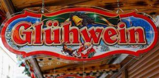 Symbolbild, Weihnachtsmarkt, Glühwein Schild, Verkaufsstände © on pixabay