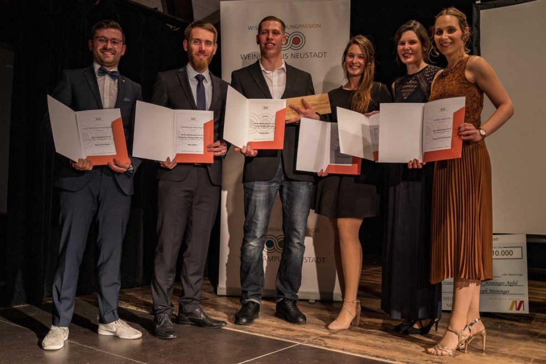 Die besten Absolventen (v.l.): Fabio Fehrenbach, Marc Weber, Philipp Merk, Marie-Luise Pfersich, Isabell Spieß und Annemarie Hillenbrand (Foto: Weincampus Neustadt)
