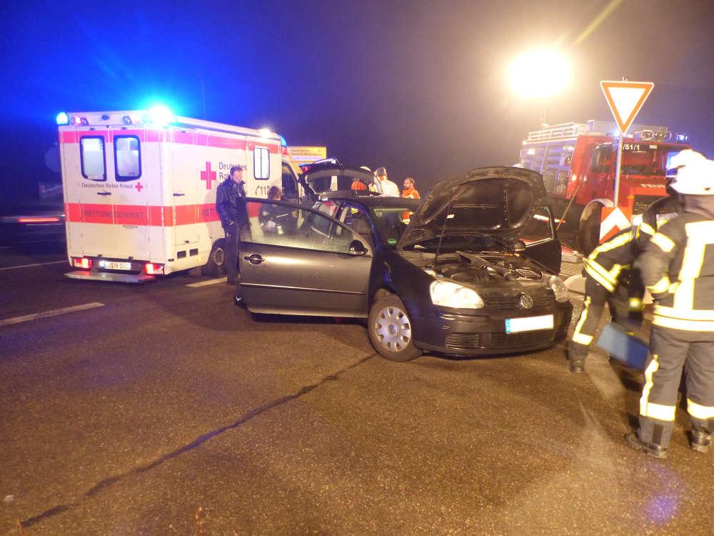Der unfallbeteiligte VW Golf (Foto: Feuerwehr Neustadt)