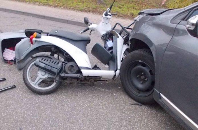 Der 87-jährige Rollerfahrer wurde verletzt (Foto: Polizei RLP)