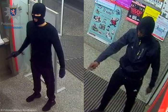 Beide Männer überfielen am 8. November 2019 in einer Bankfiliale an der Ihringshäuser Straße in Kassel einen 24-Jährigen beim Geldabheben und bedrohten eine Zeugin.