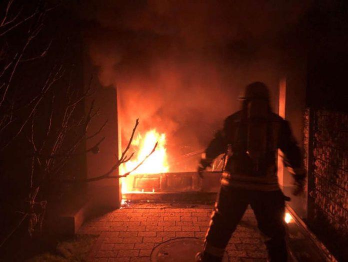 Feuer in Garage (Foto: Polizei RLP)