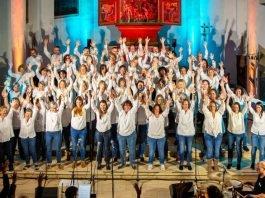 Gospelchor 'New Directions' aus Königsbach (Foto: Bernd Camin)