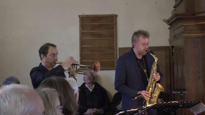 Joo Kraus (Jazztrompete) und Dieter Kraus (Saxophon)