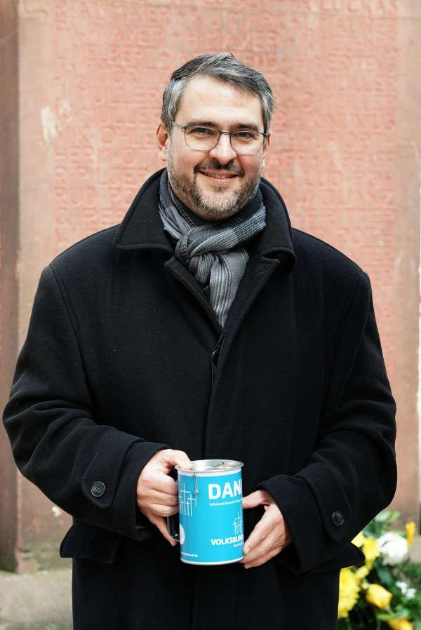 OB Marc Weigel beim Spendensammeln (Foto: Holger Knecht)
