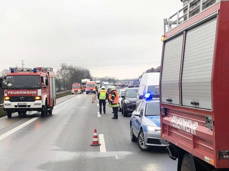 Die BAB 65 musste voll gesperrt werden (Foto: Feuerwehr Neustadt)