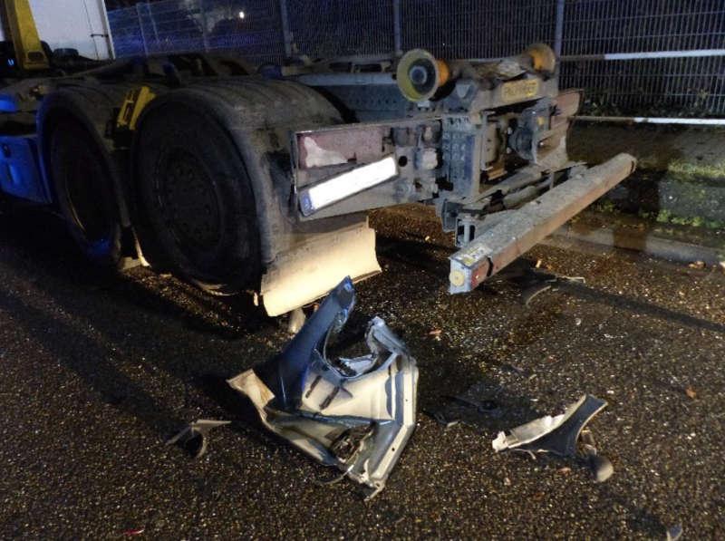 Auch der LKW wurde beschädigt (Foto: Feuerwehr Neustadt)