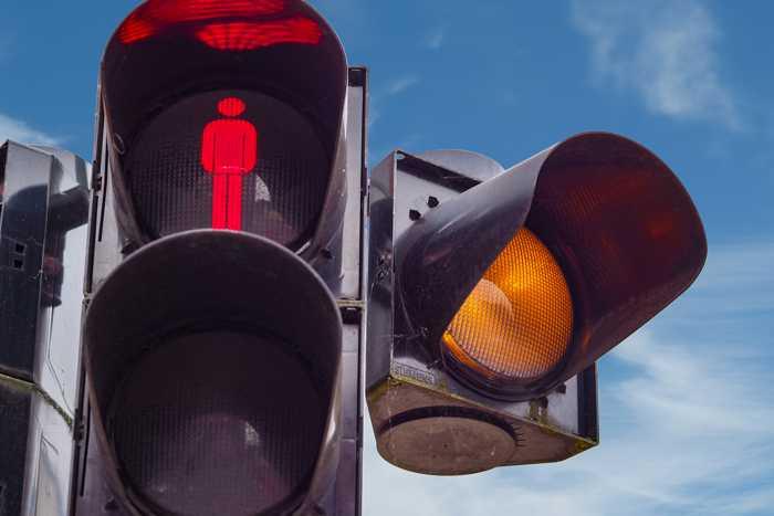 Symbolbild, Ampel, Kreuzung, Fußgänger rot, Auto gelb (pxhere)