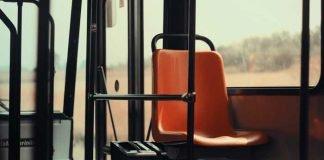 Symbolbild, Bus, Ausgangstüre Vorne, 1 Sitz, Tag © on Pixabay