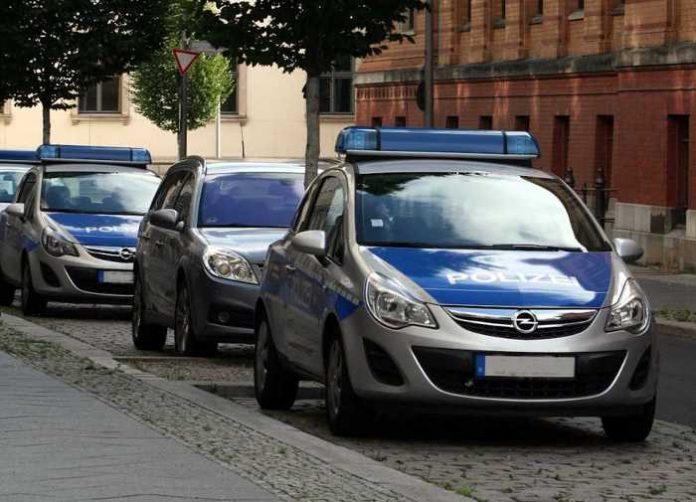 Symbolbild, Polizei, Auto mehrere, Großeinsatz, Neutral © modi74 on Pixabay