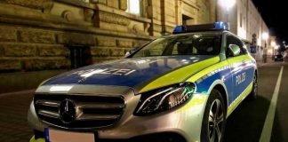 Symbolbild, Polizei, Auto, seitlich, Nacht, Neutral © on pixabay