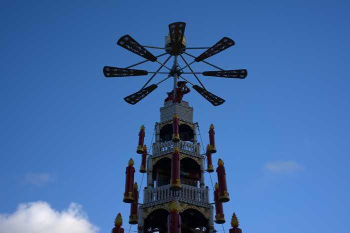 Symbolbild, Weihnachtsmarkt, Weihnachtspyramide, Spitze, Kassel © Andreas Lischka on Pixabay