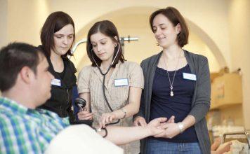 Ausbildung zur Gesundheits- und Krankenpflegehilfe (Foto: Marienhaus Klinikum Hetzelstift)