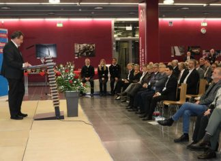 Dirk Fischer begrüßt die Gäste