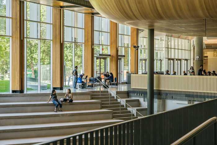 Symbolbild Universität, Schule, Treppen © Thelester on Pixabay