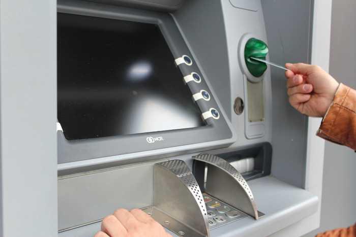 Symbolbild, Geldautomat, Schalter, Bank, Abhebung © on pixabay