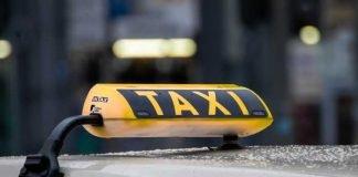 Symbolbild, Taxi, Stadt, Dämmerung, Regen © birgl on pixabay