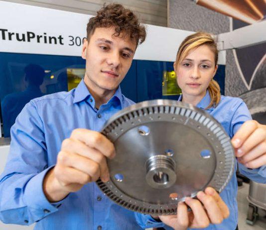 Die Deutsche Bahn lässt Ersatzteile auf den 3D-Druckern von TRUMPF fertigen. Darunter auch ein Turbinenschaufelrad für eine Dampflokomotive, die ohne das Bauteil nicht fahren könnte. (Quelle: TRUMPF)