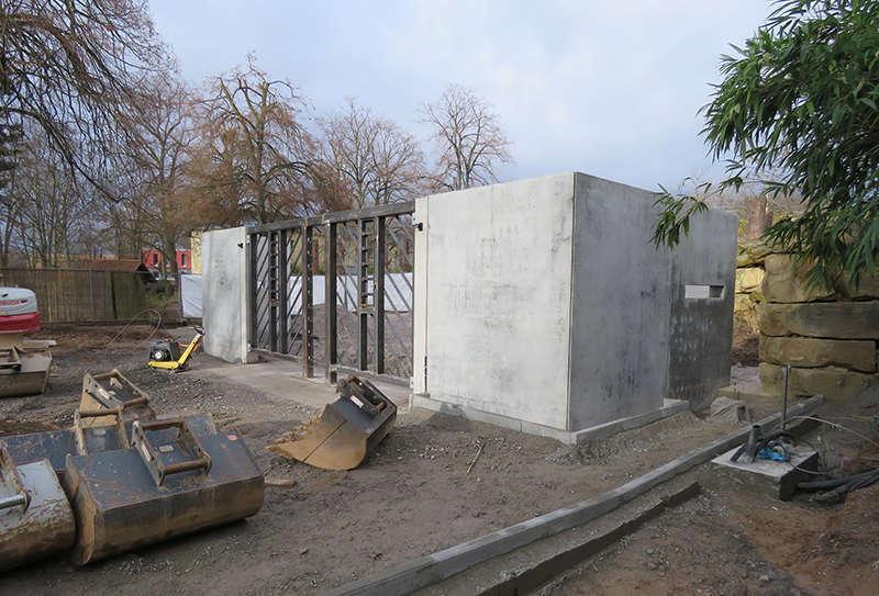 Bauarbeiten an der neuen Trainingswand für Elefanten (Foto: Zoo Heidelberg)