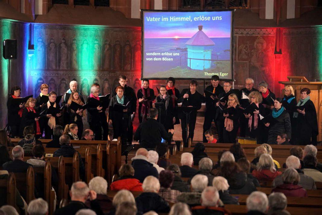 Der Chor TonArt Böhl-Iggelheim unter der Leitung von Karsten Klehr (Foto: Holger Knecht)