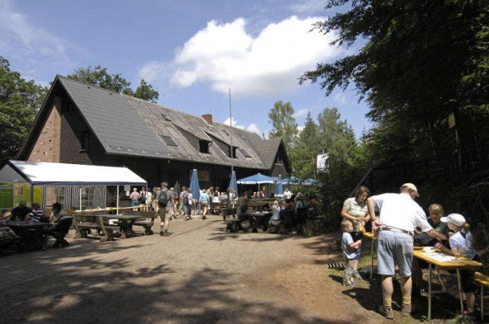 Einzigartig und beliebt: Hüttennetz im Biosphärenreservat Pfälzerwald (Foto: Pfalz-Touristik)