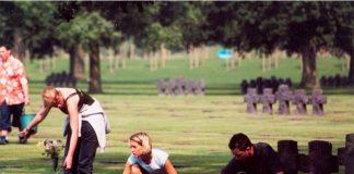 Internationale Jugendbegegnung auf der Kriegsgräberstätte La Cambe (Foto: Volksbund Deutsche Kriegsgräberfürsorge)