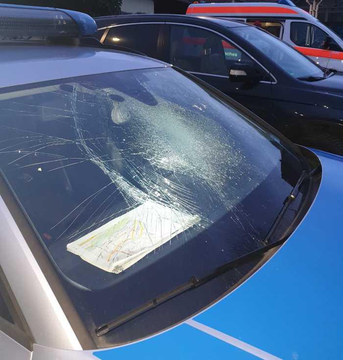 Polizeiwagen - kaputte Scheibe