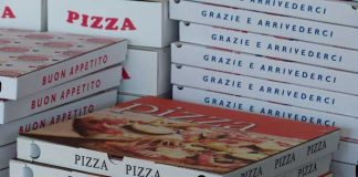 Symbolbild, Nahrung, Pizza, Karton, Lieferdienst © Hans Braxmeier on Pixabay