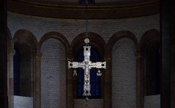Triumphkreuz m Dom z Speyer (Quelle: Domkapitel Speyer / Klaus Landry)