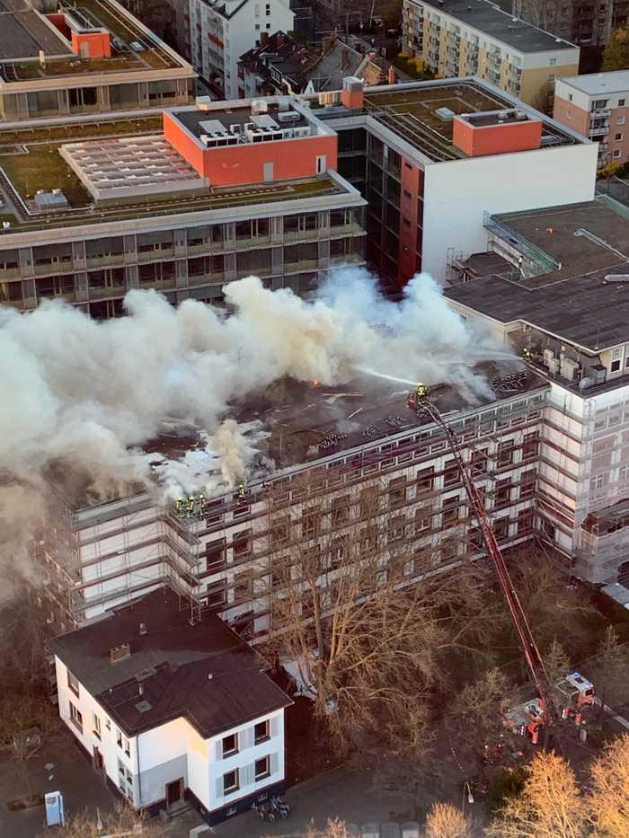 Dachkonstruktion eines Gebäudes der Fachhochschule Frankfurt-b