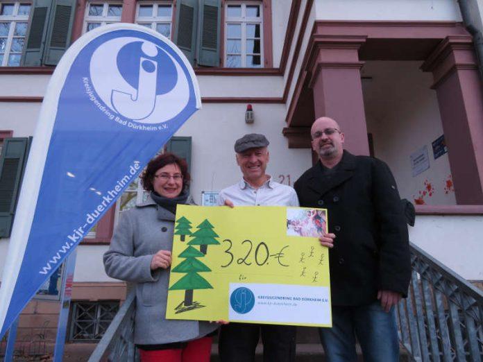 Spendenübergabe (Foto: Cora Hutera)