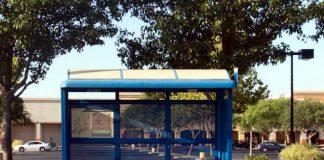 Symbolbild, Bushaltestelle, Wartehäuschen, Glas, leer, Tag (pxhere)