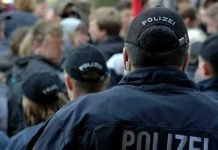 Symbolbild, Polizei, Veranstaltung, Demonstration_Ausschnitt © fsHH on Pixabay