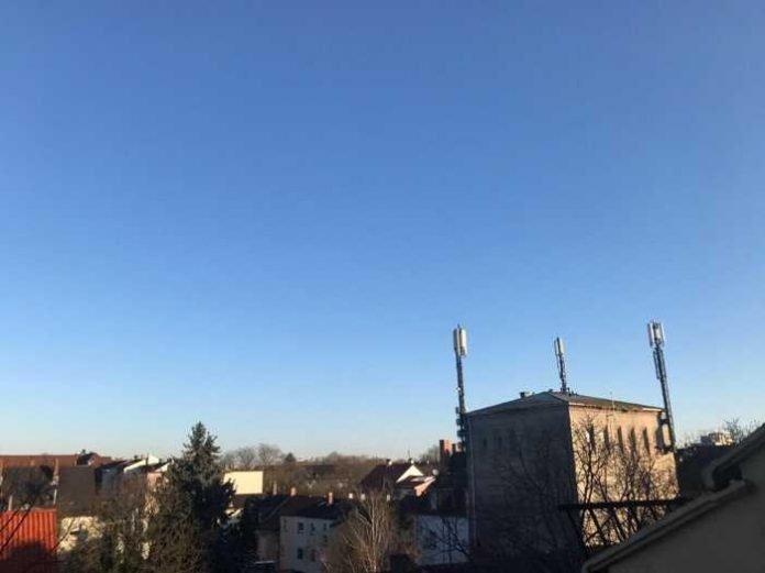 Der Himmel über uns ist seit Tagen blau Quelle: Vicky