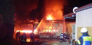 Scheunenbrand in der Mandelbergstraße (Foto: Feuerwehr Neustadt)