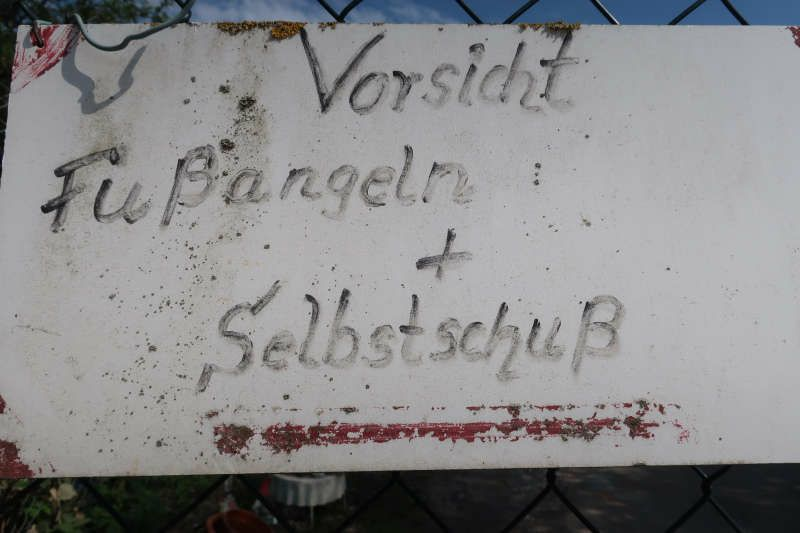 Schild am Eingang zum Häckselplatz der Gemeinde Plankstadt (Foto: Sarah Kohl)
