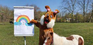 Der Tiergartenosterhase ruft alle Kinder auf, sich an der Malaktion zu beteiligen. (Foto:Tiergarten Worms)