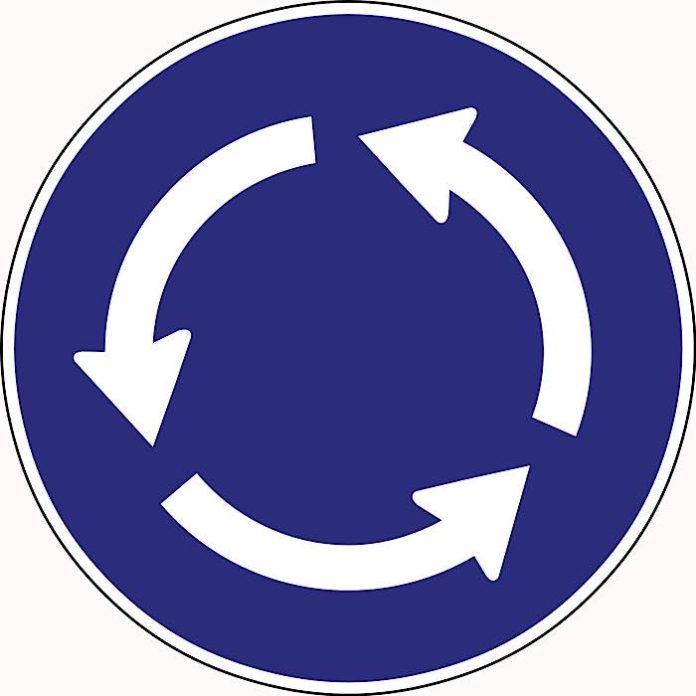 Symbolbild Kreisverkehr Schild (Foto: Pixabay)