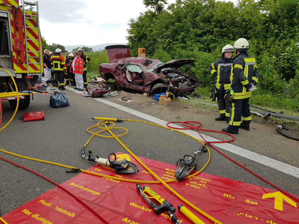 Der Beifahrer wurde verletzt (Foto: Feuerwehr Neustadt)