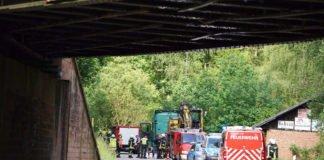 Die Unfallstelle an einer Brücke (Foto: Holger Knecht)