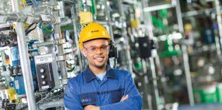 Eine Ausbildung als Chemikant bei BASF? Dafür hat sich auch Luca Boukari entschieden. Für diesen Beruf gibt es auch für 2020 noch freie Plätze. (Foto: BASF)