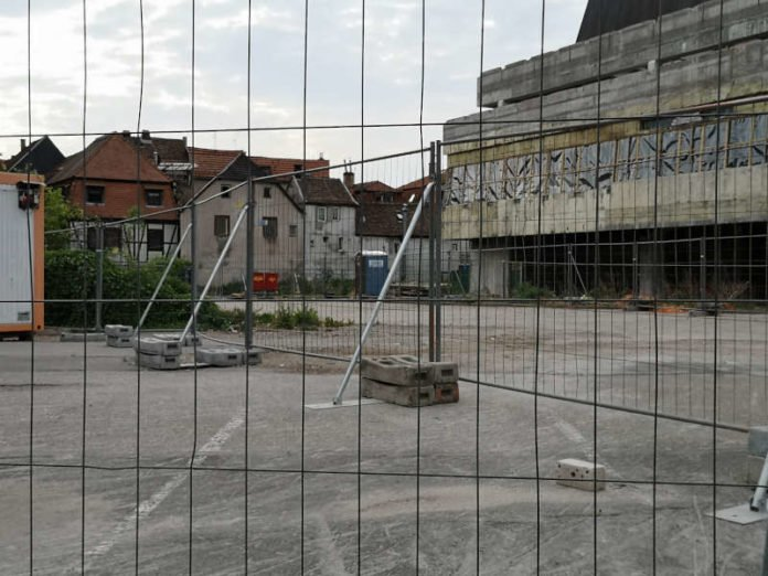 Der abgesperrte Parkplatz Bachgängel-Ost (Foto: Willkomm Neustadt)