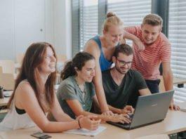 Studierende am Laptop (Foto: Stephan Presser/Weincampus Neustadt)