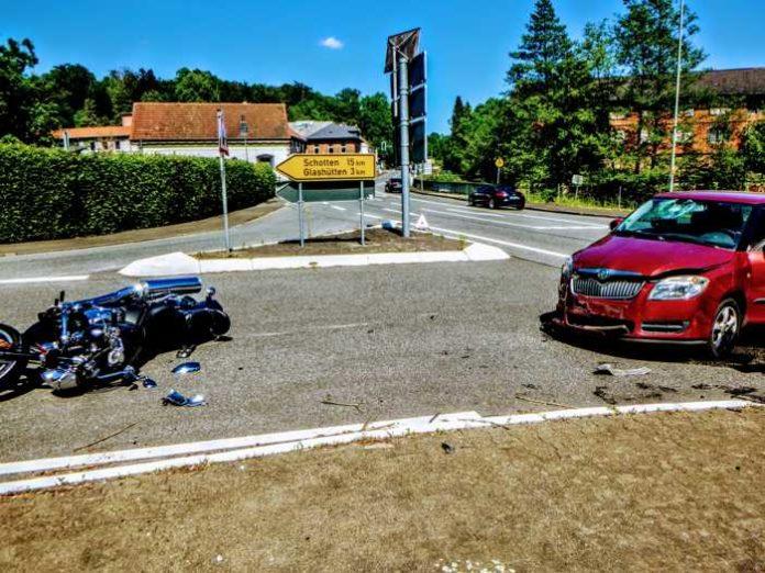 Zu einem Verkehrsunfall zwischen PKW und KRAD kam es am Vatertag in Hirzenhain