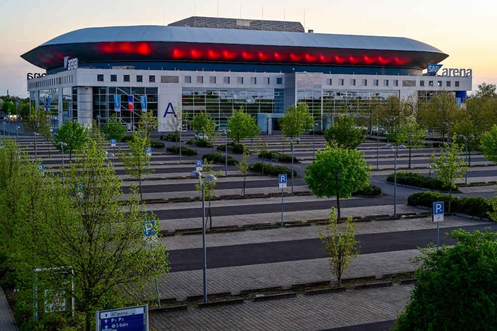 SAP Arena Mannheim in Rot (Foto: SAP Arena/Binder)