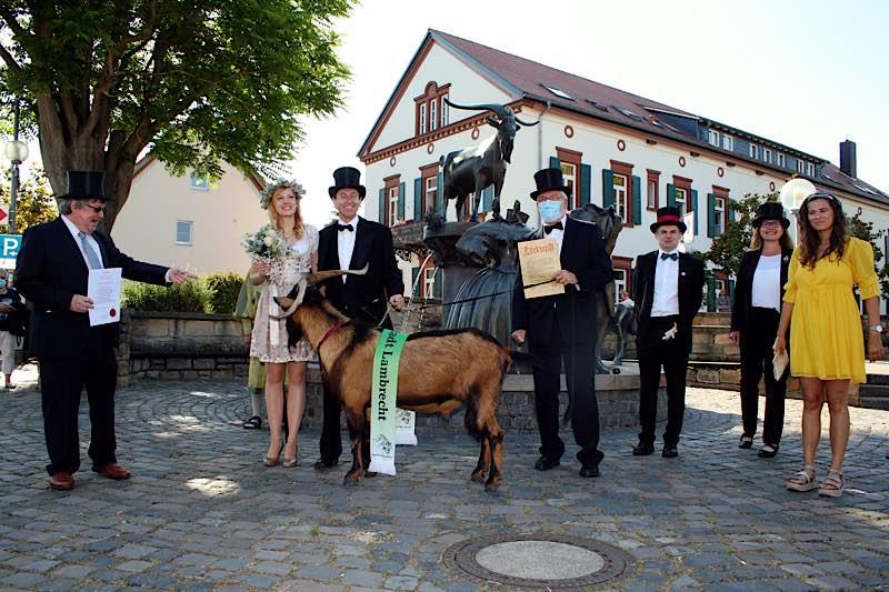 Bockübergabe in Deidesheim (Foto: Tourist Service GmbH Deidesheim)