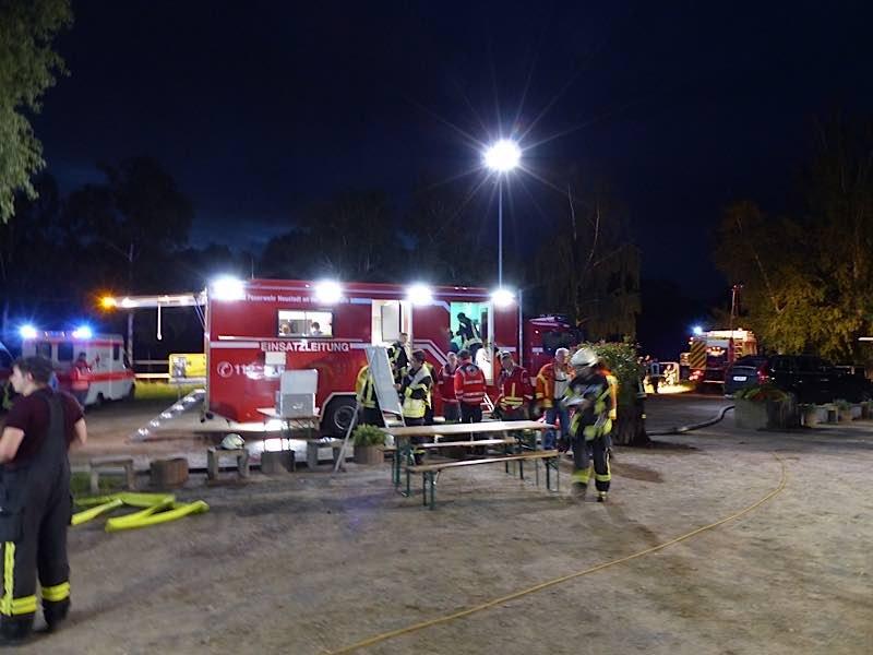 Einsatzleitung (Foto: Feuerwehr Neustadt)