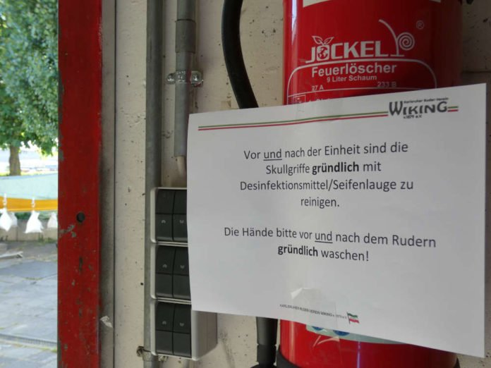 Desinfektionshinweis in einem Karlsruher Sportverein (Foto: Hannes Blank)