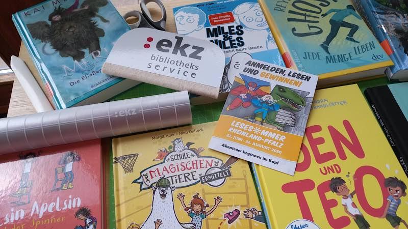 """""""Bücher einbinden"""" (Foto: Stadtbücherei Lambrecht)"""